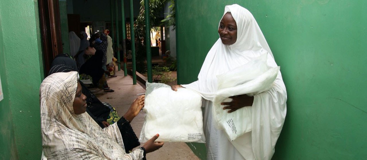 Distribution of insecticide treated mosquito nets to pregnant women through the UK Department for International Development's Support to the National Malaria Programme in Nigeria. Copyright: Malaria Consortium