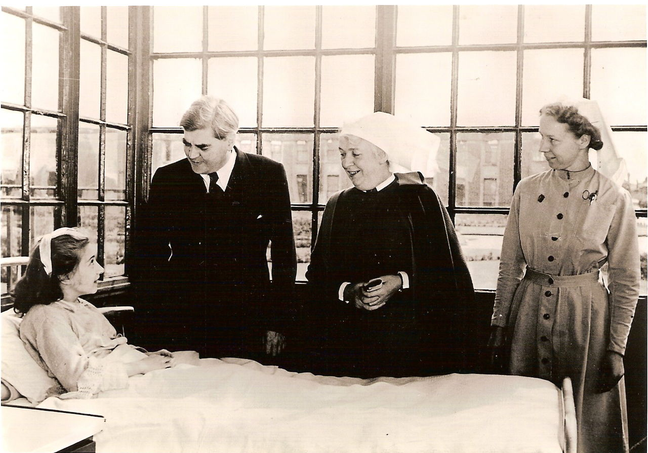 Aneurin Bevan on first day of NHS 5 July 1948 Park Hospital. Credit: Wikimedia