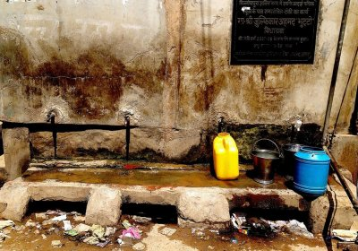 Image: Water point in Indian slum