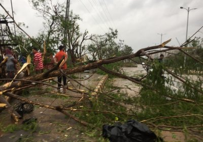 people looking at damage from cyclone fani in odisha