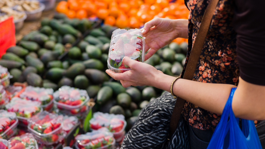Woman shopping at fruit and vegetable market. Credit: Canva