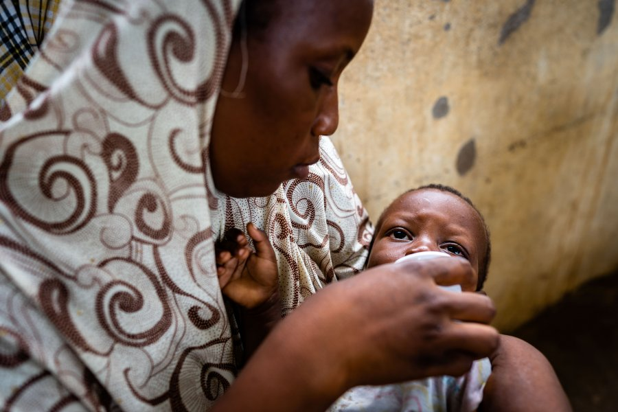 Mother with baby, Basse, The Gambia © Louis Leeson for LSHTM