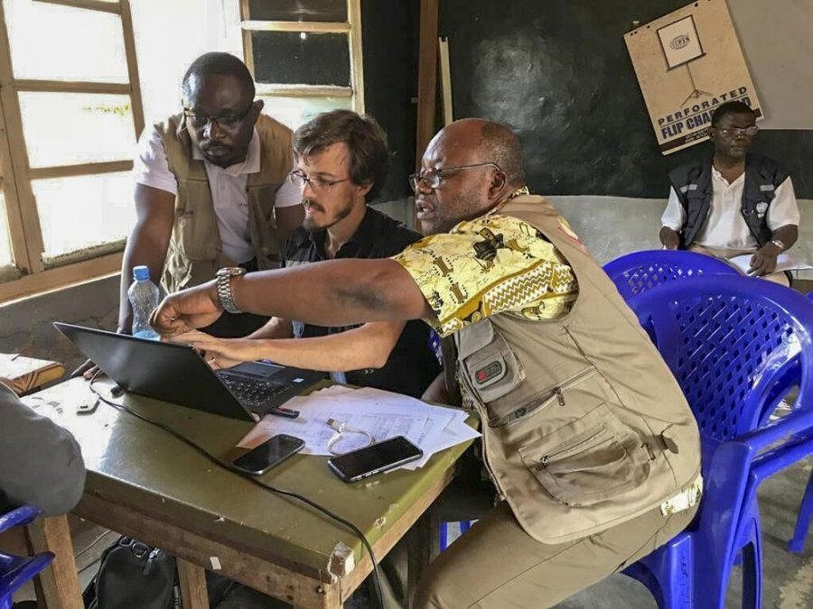 Caption: Olivier le Polain speaks with health workers on Ebola response in DRC. Credit: WHO